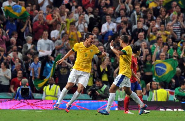Leandro Damiao_L_celebrates_scoring_Brazils_defender_Romulo_R