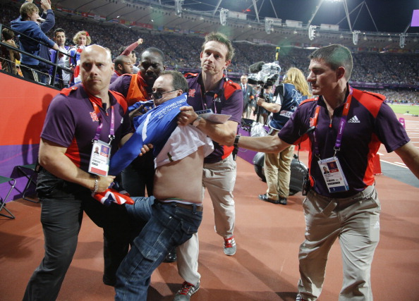 Man removed_for_throwing_bottle_during_London_2012_100_metres_final