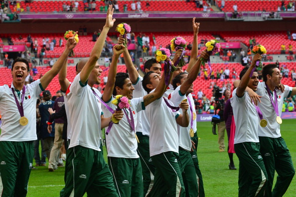 Mexico football_team_players_celebrate_with_their_London_2012_gold_medals_August_11