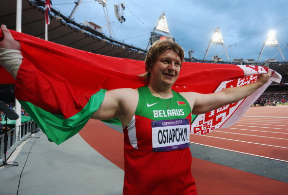Nadzeya Ostapchuk_London_2012_celebrates_gold_medal
