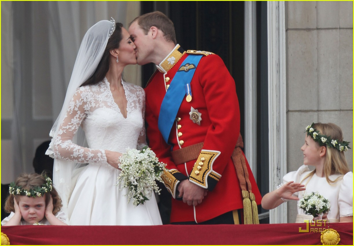 Prince William_and_Kate_Middleton_kiss
