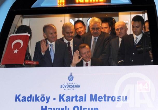 Recep Tayyip_Erdoan_driving_metro_train_2