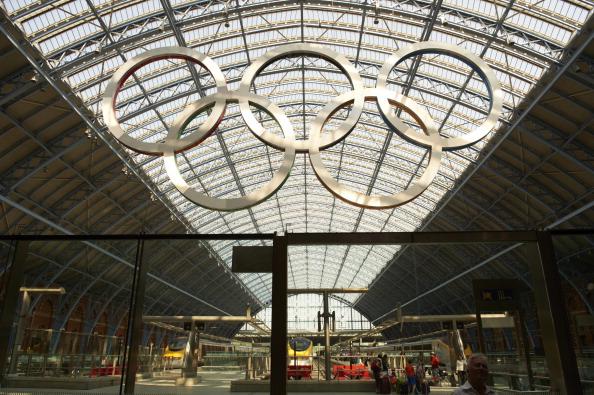 St Pancras_International_olympic_rings_20-08-12