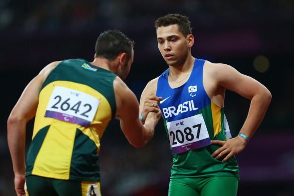 Alan Fonteles_Cardoso_Oliveira_of_Brazil_is_congratulated_by_Oscar_Pistorius_of_South_Africa_after_winning_gold_in_the_Mens_200m_-_T44