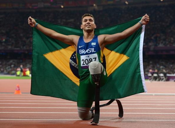 Alan Fonteles_Cardoso_Oliveira_with_Brazilian_flag_after_London_2012_victory_September_2_2012