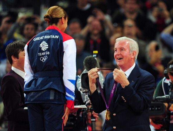 Gold medalist_Jessica_Ennis_of_Great_Britain_receives_her_medal_from_IOC_member_for_Great_Britain_Sir_Craig_Reedie_during_the_medal_ceremony_for_the_Womens_Heptathlon