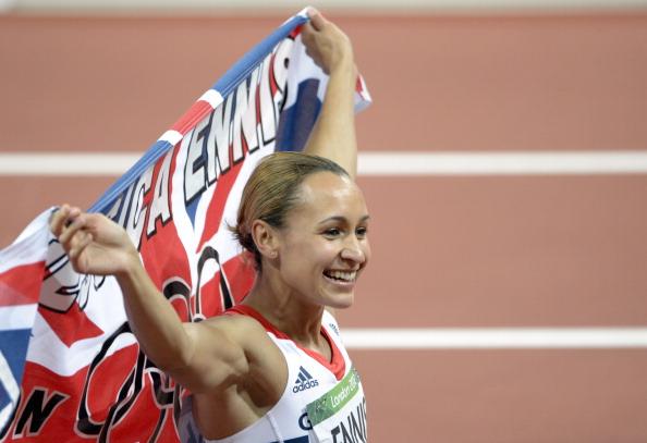 Jessica Ennis_with_flag_celebrating_winning_London_2012_heptathlon