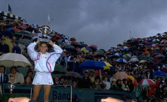 Monica Seles_French_Open_1990_12_8_Sept