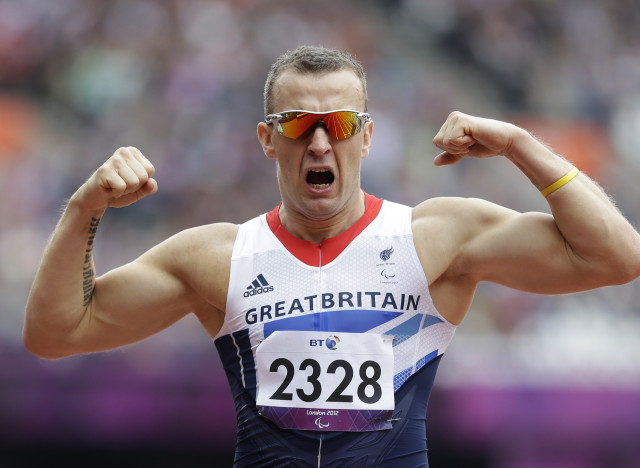 Richard Whitehead_celebrating_gold_medal_in_200m_at_London_2012_Olympics