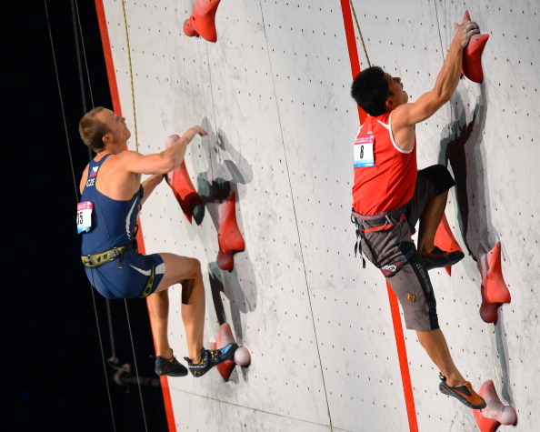 Czechs Libor_Hroza__Chinas_Zhong_Qixin_in_the_Pairing_speed_final_men_of_the_indoor_World_Climbing_Championships_2012