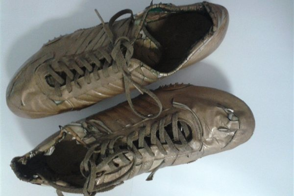 Spikes worn_by_Alberto_Juantorena_at_the_1976_Olympics_when_he_won_400m_and_800m_gold