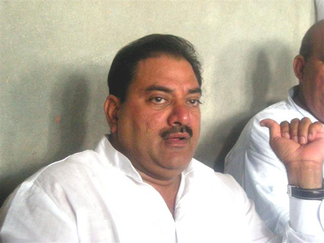Abhay Singh Chautala head and shoulders