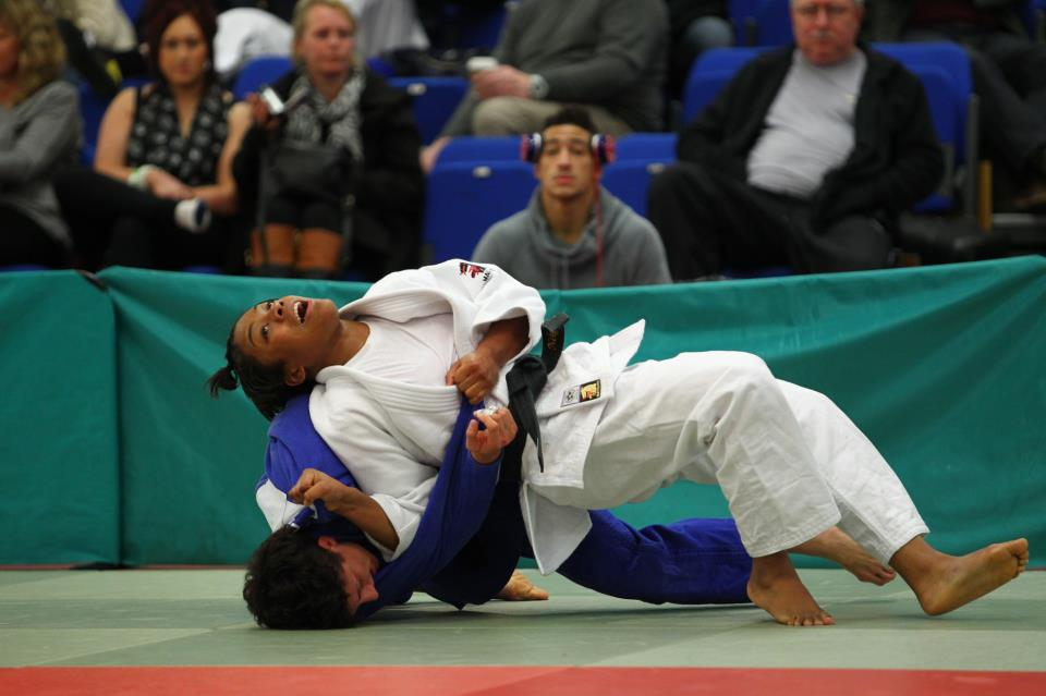 2013 Junior Champion Nekoda Davis records arguably the biggest win of her career against 2-time Olympian Sophie Cox on flags