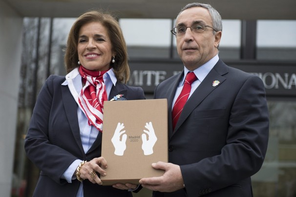 Alejandro Blanco President of Madrid 2020 and Anna Botella Mayor of Madrid pose with the bid book in front of the IOC headquarters