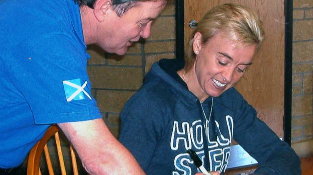 Liz McColgan signing autograph