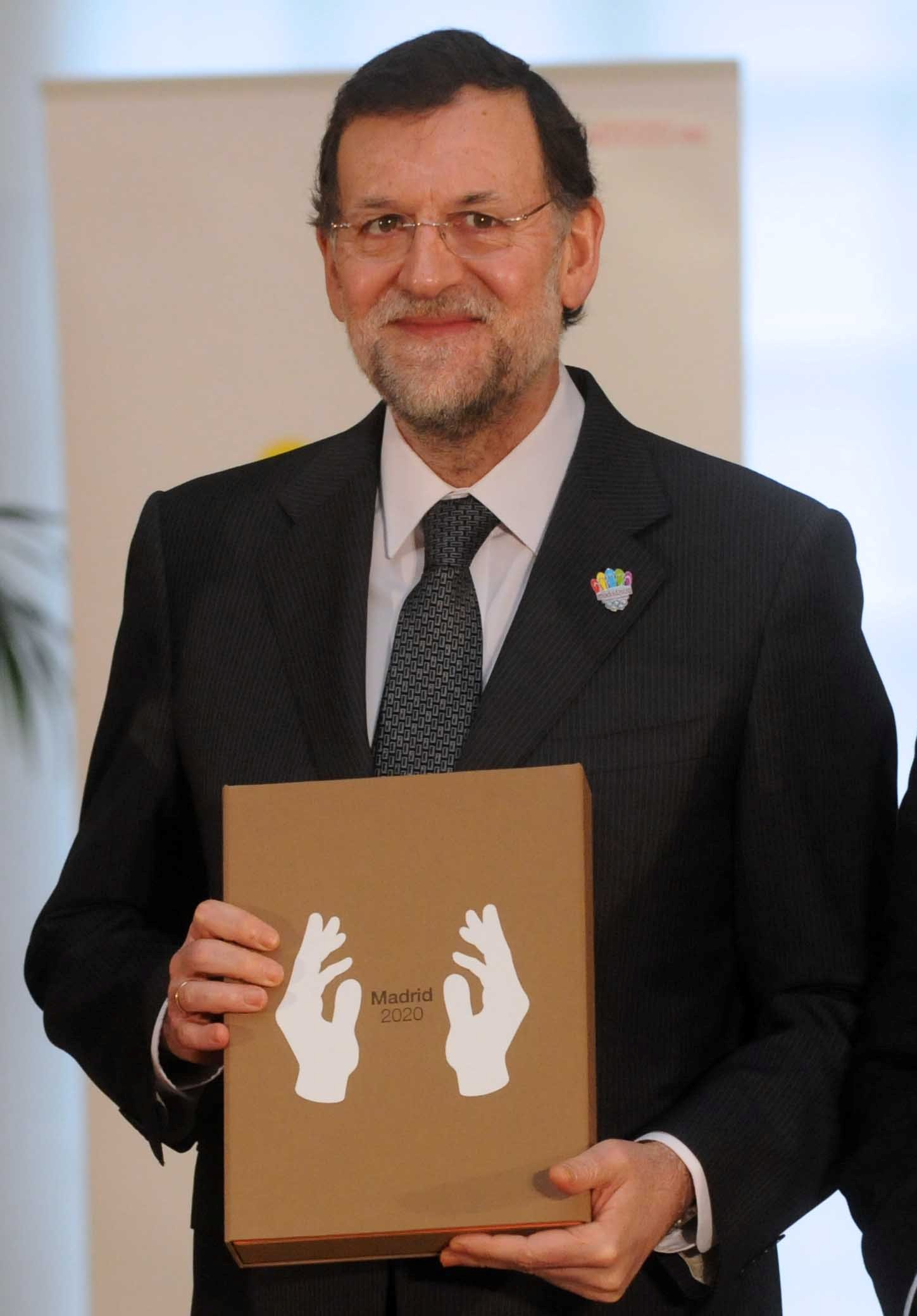 Madrid 2020 present candidature file to Mariano Rajoy