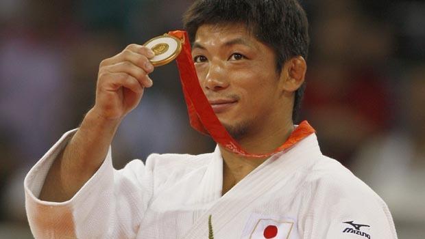 Masato Uchishiba with gold medal