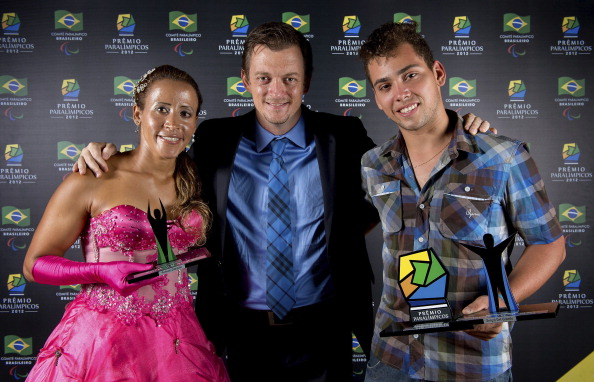 Terezinha Guilhermina and Alan Oliveira at awards ceremony