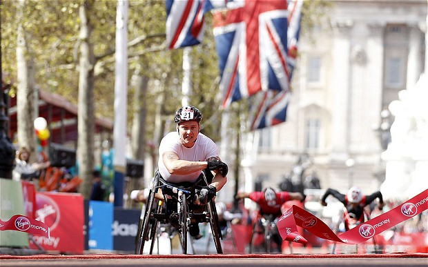 David Weir winning sixth London Marathon