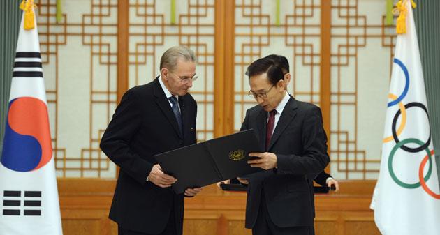Jacques Rogge with Korea President Lee February 1 2013