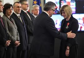 Joanna Mendak getting honour off polish president