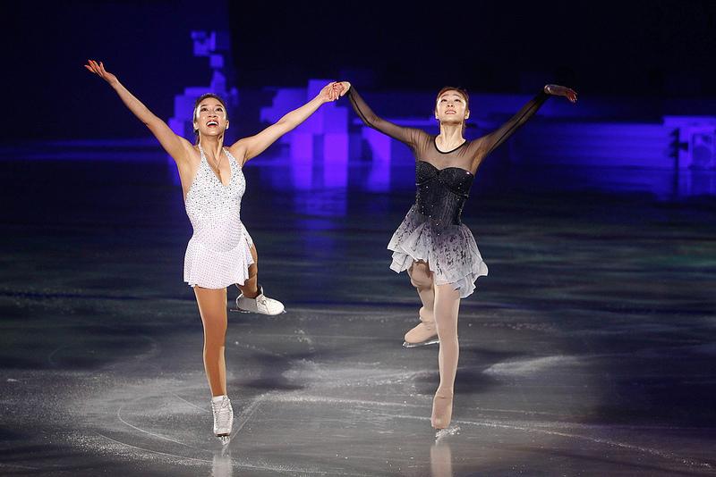 Kim Yu Na and Michelle Kwan at Pyeongchang 2013 Closing Ceremony 2 jpg