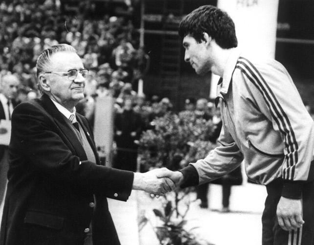 Milan Ercegan presenting medal