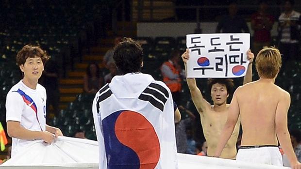 Park Jong-woo with political banner London 2012