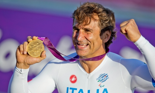 Alex Zanardi with London 2012 gold medal