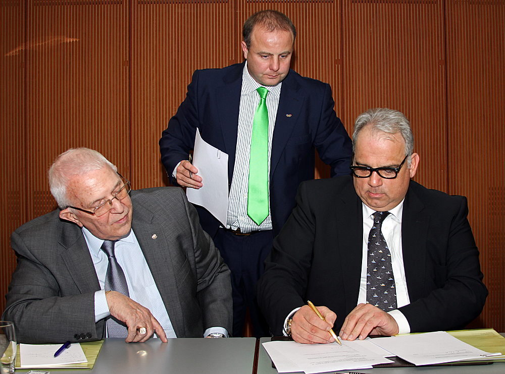 FILA signs letter with EOC to include wrestling at Baku 2015