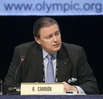 Richard Carrión in front of name badge