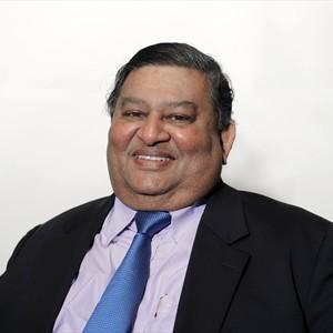 Fernando Manilal head and shoulders