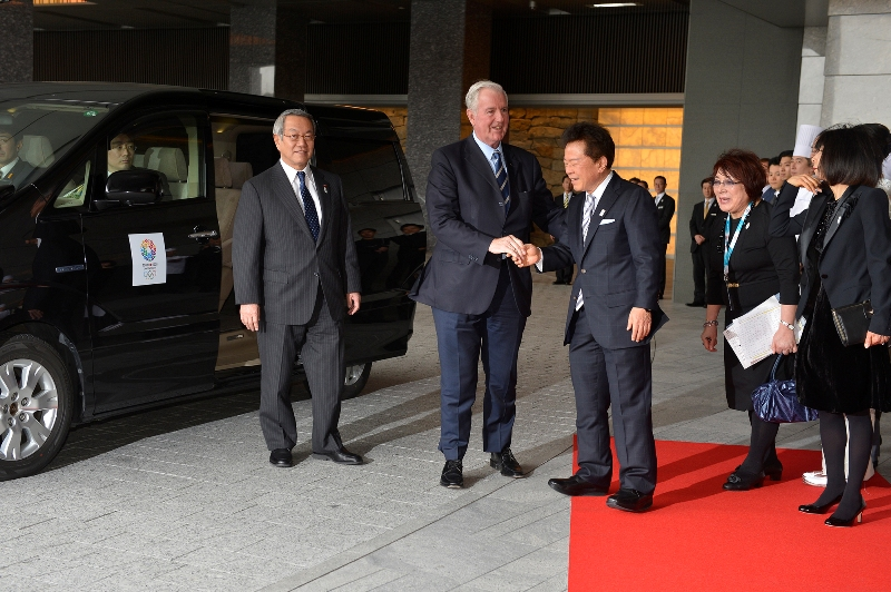 Tokyo Governor Naoki Inose greets Chairman of the IOC Evaluation Commission Sir Craig Reedie upon his arrival to Tokyo on 1 March 2013 2