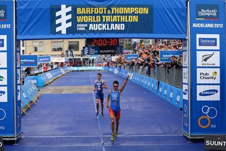 Javier Gomez wins ITU World Series final Auckland October 2012