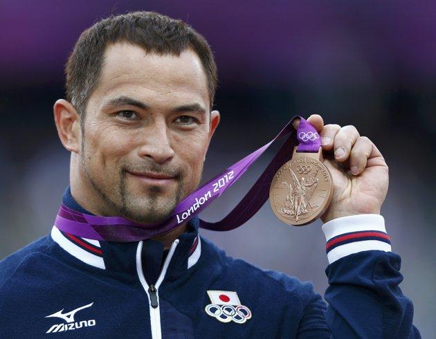 Koji Murofushi with London 2012 medal