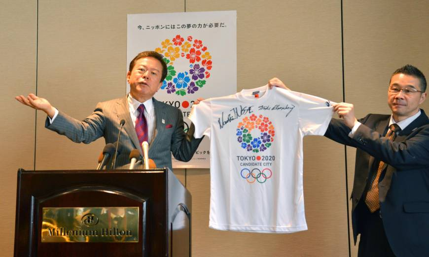 Naoki Inose with Tokyo 2020 tee-shirt signed by Michael Bloomberg