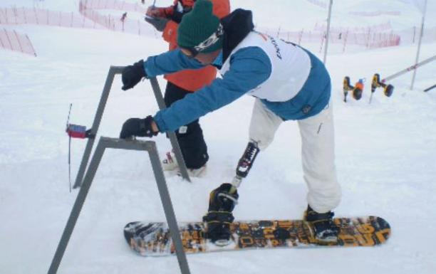 Andre Cintra snowboarding