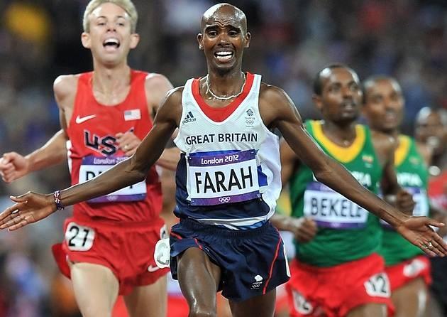 Mo Farah crossing line to win London 2012 10000m