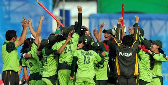 Pakistan women celebrate Asian Games victory 2010