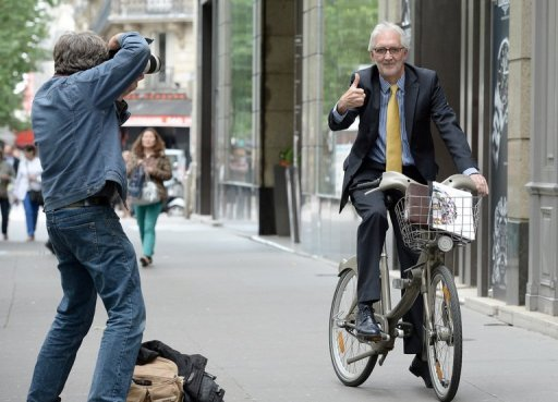 Brian Cookson on cycle in Paris
