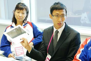 Mu-yen Chu with tablet London 2012
