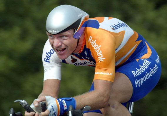 Steven de Jongh in orange kit