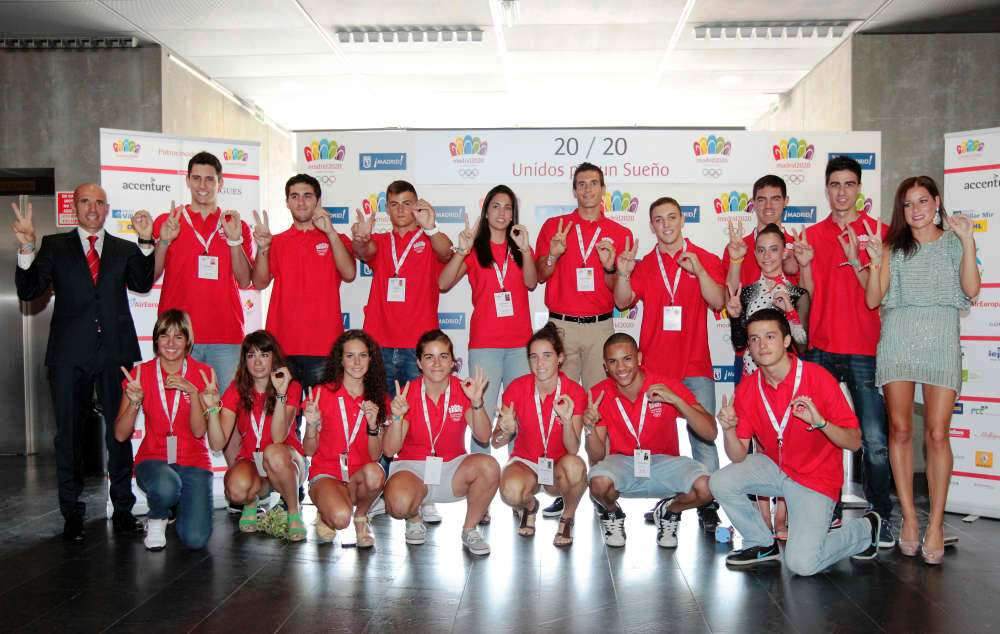 Chema Martinez far left and Lorena Luaces far right join young Spanish athletes who are part of the Madrid 2020 United for a Dream campaign