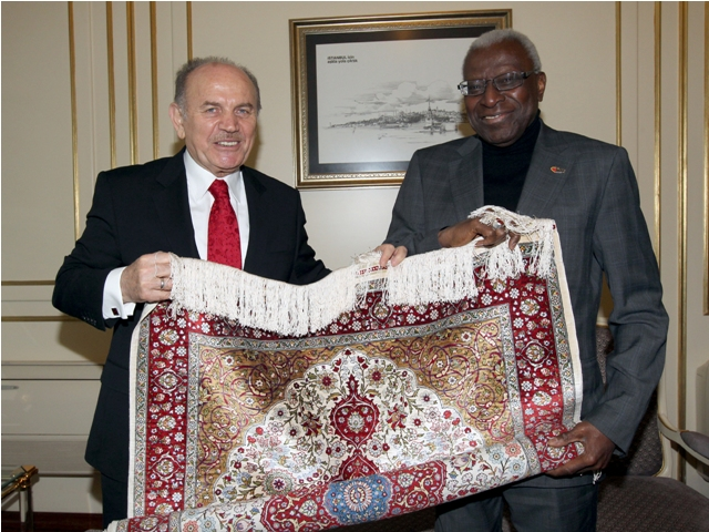 Lamine Diack presented with carpet in Istanbul