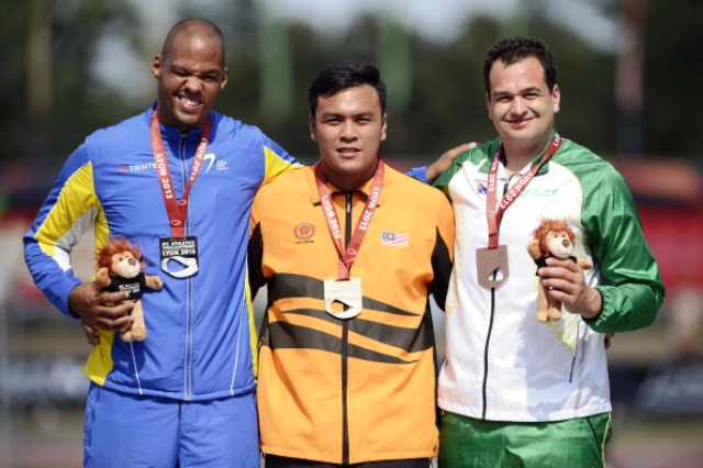 Malaysias Muhammad Zolkefli centre was victorious in the F20 shot put