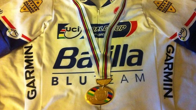 Zanardi tweeted this picture of his winning jersey adorned with his gold medal to followers