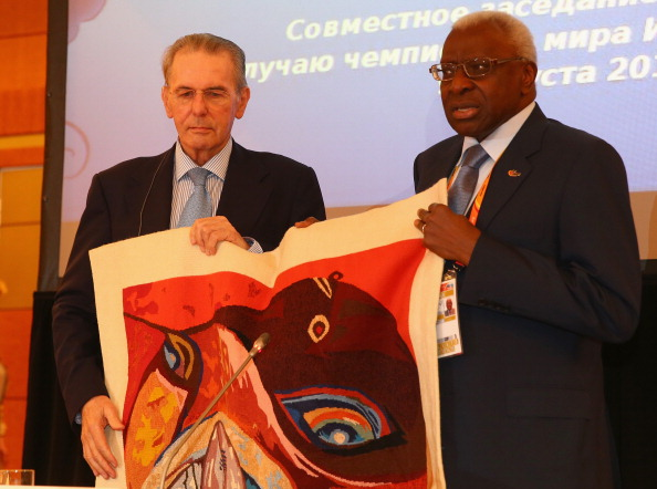 Jacques Rogge given gift by Lamine Diack Moscow August 8 2013