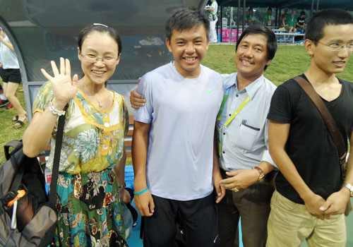 Ly Hoang Nam poses with the crowd after winning a thrilling an exhausting tennis title