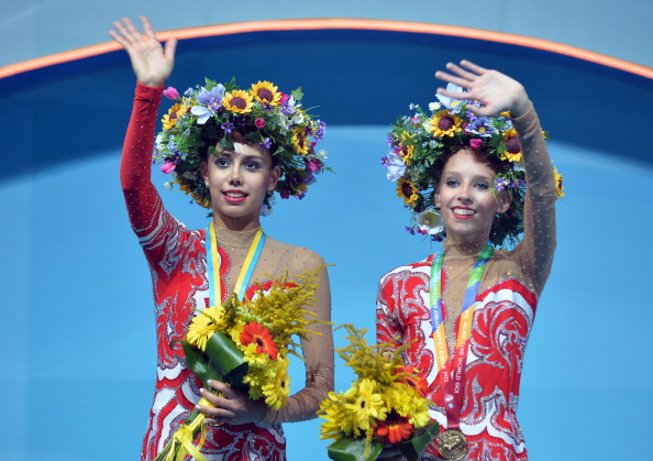 Margarita Mamun and Yana Kudryavtseva shared the top spot of the clubs podium after tying at the Rhythmic Gymnastics World Championships