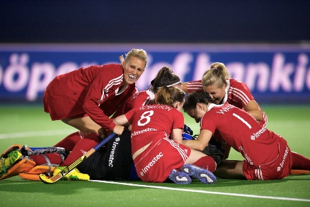 England's women have booked their place at the 2013 EuroHockey Final